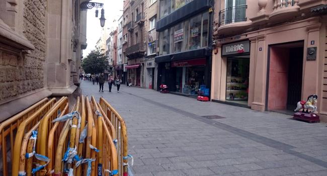 L'Ajuntament repararà el paviment del carrer de Gràcia, entre Sant Antoni i de la Rosa