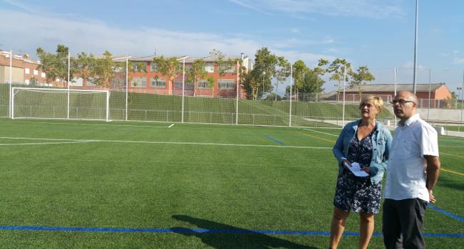 El camp de futbol del Complex Esportiu Olímpia estrena gespa artificial