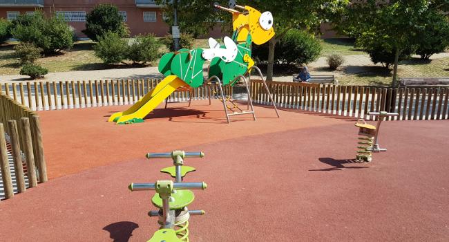 Finalitzen els treballs de millora a la zona de jocs infantils del parc d'Odessa