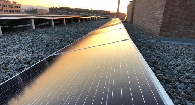 Set edificis municipals disposaran de plaques solars fotovoltaiques per l'autoconsum elèctric