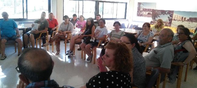 Presidents i presidentes d'escala de Can Puiggener participen en tallers per valorar les actuacions a les comunitats del barri
