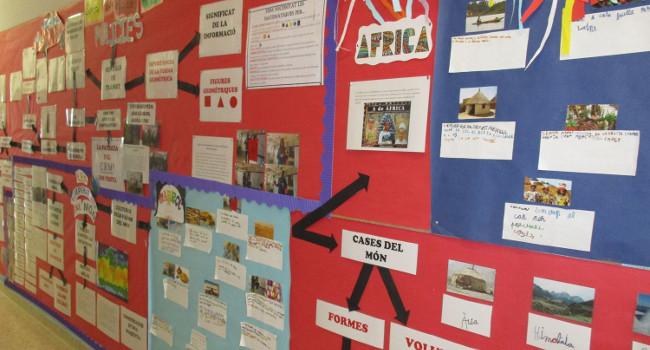 L'Escola Joaquim Blume plasma en una exposició com la feina feta amb el Centre de Recerca Matemàtica ha permès a l'alumnat conèixer millor el món