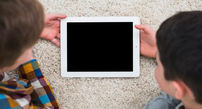 L'Ajuntament inicia contactes amb companyies telefòniques per facilitar tablets amb connexió a alumnat i contribuir així a evitar la bretxa digital