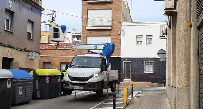 La pressió municipal  i ciutadana fa possible que avui mateix operaris d'Endesa hagin actuat en el tall de llum que afecta al carrer de la Cerdanya