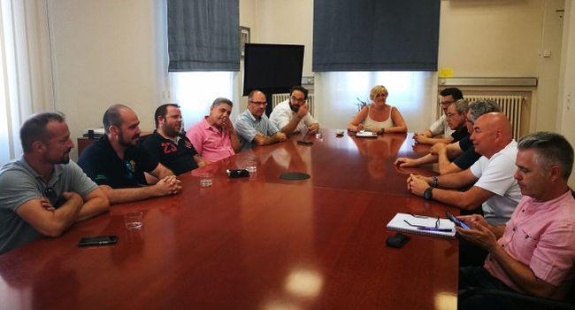 Ajuntament i taxistes demanen al Ministeri de Foment que traslladi les competències del taxi a la Generalitat
