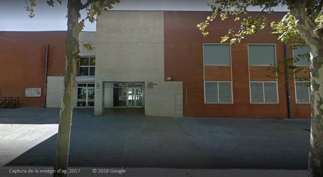 L'Ajuntament posa enllumenat públic a la vorera de l'Escola Teresa Claramunt