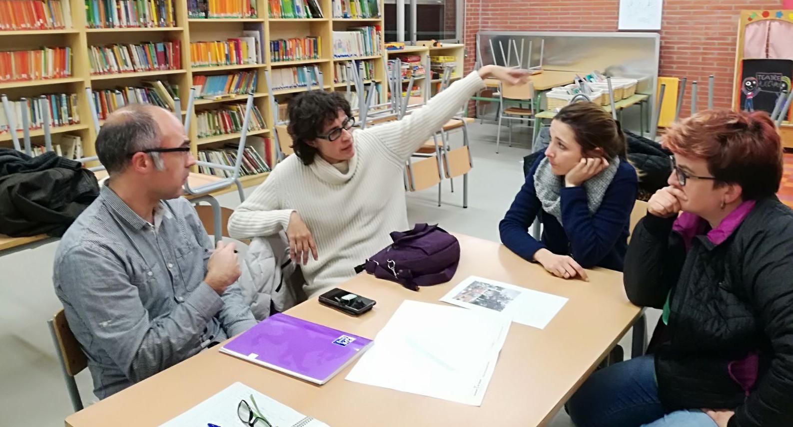 L'Ajuntament proposa a l'AMPA del Teresa Claramunt diverses actuacions per millorar l'entorn de l'escola
