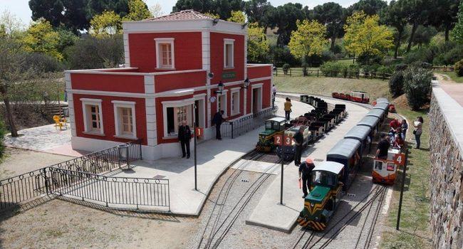 El trenet del parc de Catalunya s'atura tres setmanes mentre es canvien les vies del circuit