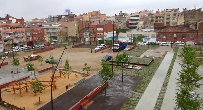 Finalitzen les obres de transformació de la plaça on hi havia el Vapor Cusidó en un nou parc públic multiusos