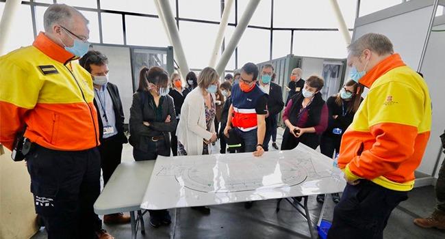 L'alcaldessa de Sabadell i la consellera de Salut han visitat l'hospital temporal Vallès Salut a la Pista Coberta i la Corporació Sanitària Parc Taulí